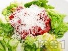 Рецепта Салата от варено червено цвекло, маруля и листа от цвекло със сирене пармезан